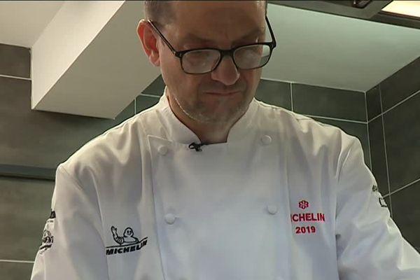 Richard Rocle dans sa cuisine de l'Auberge de Montfleury à Saint-Germain en Ardèche