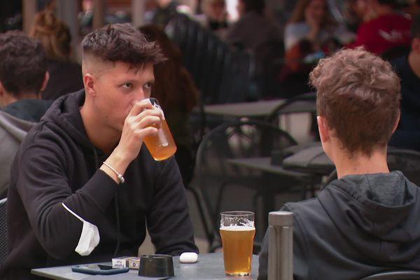 Les bars de Lyon ferment tous les soirs à 22 heures pour une durée de 15 jours.