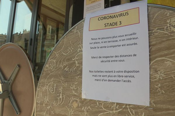 Tous les bars et restaurants sont fermés depuis le passage au stade 3 de l'épidémie de coronavirus.
