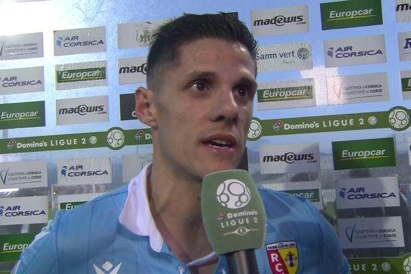 Florian Sotoca a inscrit un doublé qui a permis au RC Lens de vaincre l'AC Ajaccio et de conserver sa deuxième place au classement.