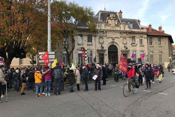 La manifestation a débuté vers 16 heures ce samedi.