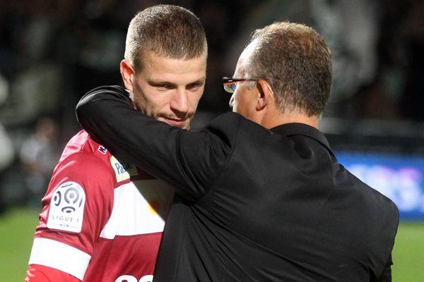 4e journée du Championnat de France de Football de Ligue 1, Angers SCO reçoit OGC Nice. Le president du SCO Angers, Said Chabane, remercie Ludovic Butelle à la fin du match.