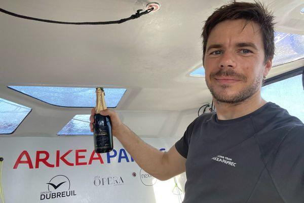 Sebastien Simon sur Arkea Paprec a fêté son passage de l'Equateur