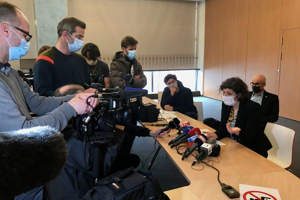 Jeanne Barseghian fait face à la presse mardi 23 mars.