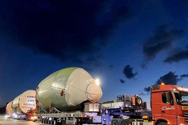 Trois tronçons de fuselage du dernier A380, partis de Saint-Nazaire lundi, arriveront dans les usines d'Airbus à Blagnac, près de Toulouse, au plus tard le 25 juin.