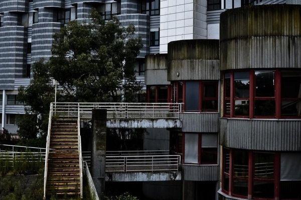 Saint-Nazaire : l'hôpital du Moulin du Pé abandonné, le photographe Alexis Doré y a découvert des photographies d'enfants morts nés laissées à l'abandon...