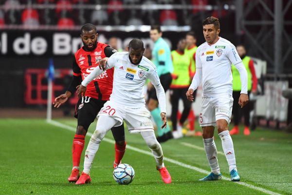 Mohamed Youssouf et Riad Nouri, face à l'En Avant Guingamp.