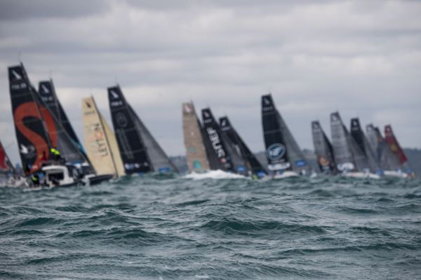 La 51e édition de la course en Solitaire du Figaro est partie le 30 août 2020, au large de Saint-Brieuc. Parmi les 35 skippers sur la ligne de départ, on compte trois héraultais.