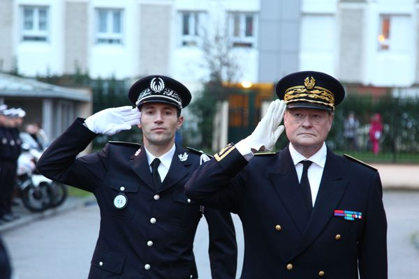 Arnaud Beldon chef de circonscription de sécurité publique de Val-de-Reuil – Louviers  et René Bidal, Préfet de l'Eure