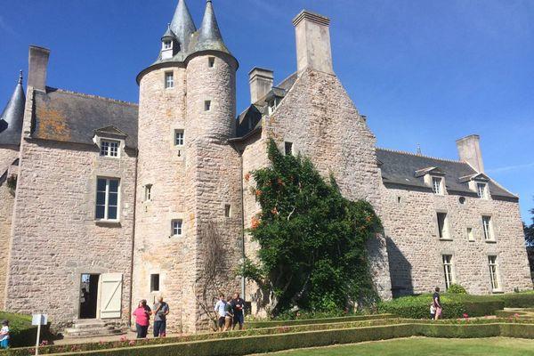 Le château de Bienassis et ses jardins