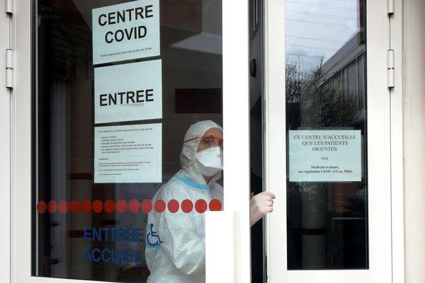 """Depuis le 23 mars des centres de consultation """"spécial-coronavirus"""" ont été ouverts à Toulouse, comme ici au centre culturel Soupetard."""