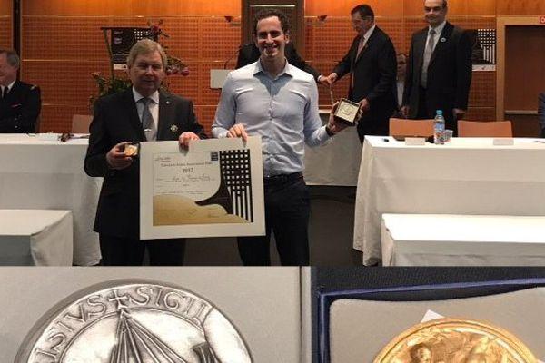 Jonathan Banner lors de la remise de sa médaille d'Or à la Foire de Paris le 6 mai 2017