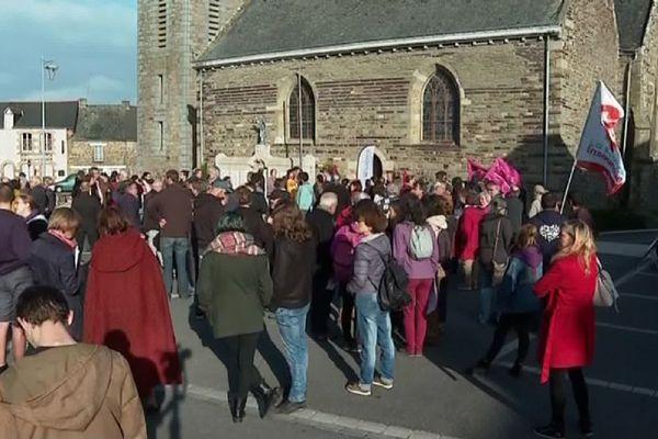 La manifestation ce samedi 5 octobre contre le projet d'extension d'un poulailler à Néant-sur-Yvel