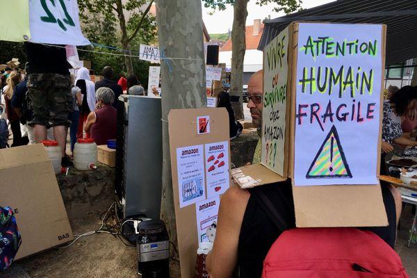 Les manifestants s'opposent aux conséquences sociales de l'installation d'Amazon