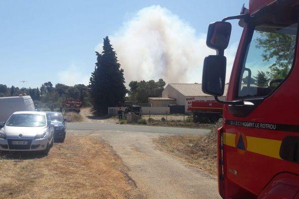 A la mi-journée, le feu avait déjà parcouru 80 hectares
