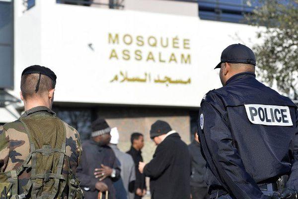 La mosquée Assalam a été construite à l'entrée de Nantes sur un terrain vierge de tout bâtiment.