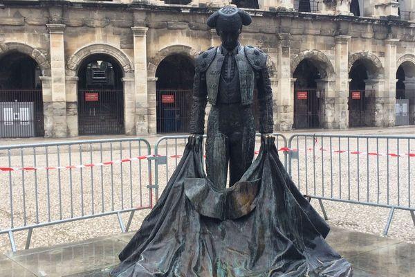 La statue du torero Nimeno II vandalisée par des jets d'acide.