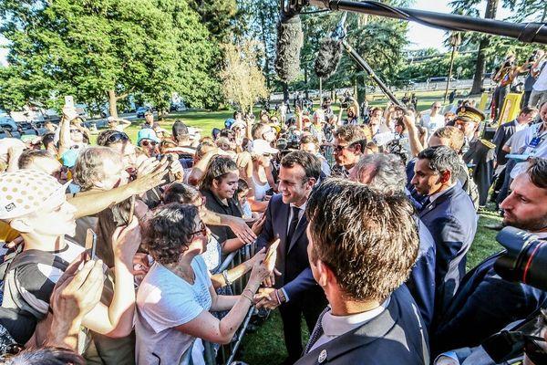 Avant de suivre une étape du Tour, Emmanuel Macron a déambulé plus d'une heure à Bagnères-de-Bigorre.