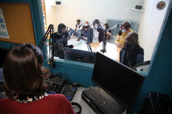 Enregistrement des séquences, animées par l'un des élèves du groupe.