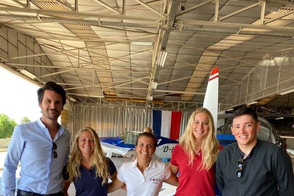 Fanny, Maëlle et Claire ont fait escale à Dijon pour découvrir l'usine de fabrication de leur DR-400 de chez Robin-Aircraft.