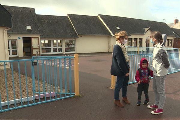 Alors que la rentrée scolaire est passée depuis plus d'un mois, plusieurs élèves en situation de handicap dans la Manche ne disposent pas d'accompagnant(e) en salle de classe alors qu'ils en ont besoin.