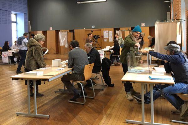 Ce matin salle Osète à Toulouse, on constate pour l'instant moins de votants qu'en novembre 2016 pour les primaires de la droite.