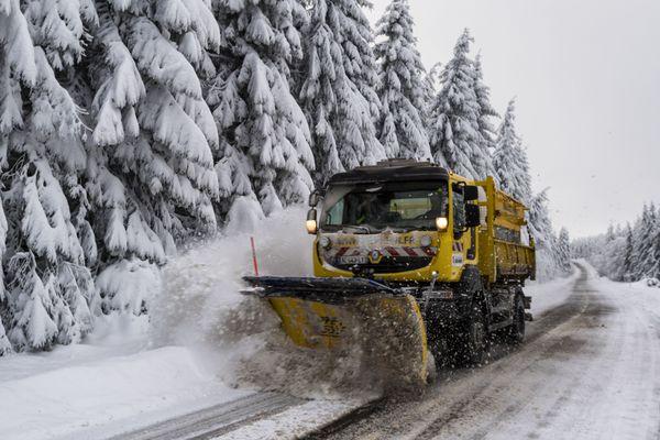 Météo France a placé les départements du Cantal, du Puy-de-Dôme, de la Haute-Loire et de la Loire en vigilance orange en raison d'un épisode neigeux qui doit débuter dans la nuit de jeudi à vendredi 26 janvier.