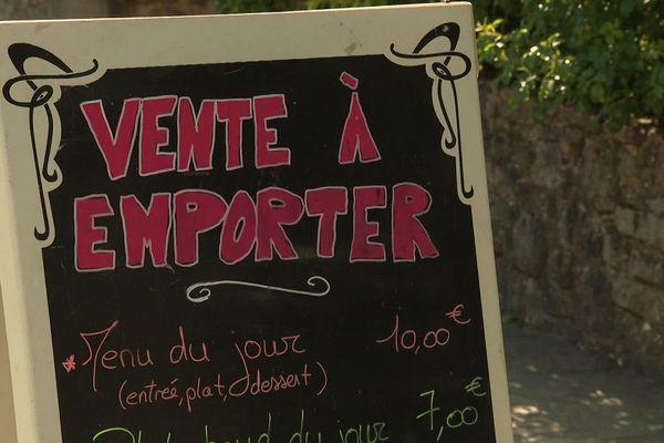 A l'Auberge La Cardabelle de Sainte-Eulalie-de-Cernon, les repas sont vendus à emporter ou livrés, depuis le déconfinement.