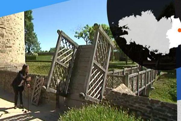 Le pont levis permet l'accès au jardin médiéval