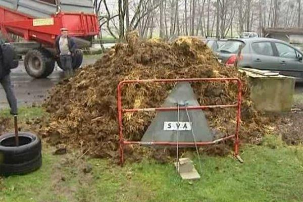 Les agriculteurs du canton de Monsalvy ont offert 30 tonnes de fumier à l'association des jardins du foyer d'Aurillac