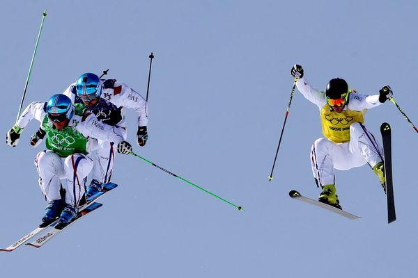 Les Français  Jean-Frédéric CHAPUIS, Jonathan MIDOL et Arnaud BOVOLENTA pendant la finale de ski-cross aux Jeux Olympiques de Sotchi