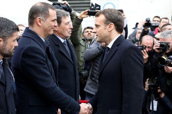 Ce mercredi 3 avril, à la veille de l'arrivée d'Emmanuel Macron en Corse, une question reste sans réponse : le président de la République et Gilles Simeoni vont-ils se rencontrer ?