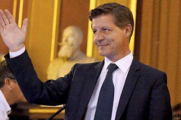 Le nouveau maire de Bordeaux Nicolas Florian lors de son élection par les conseillers municipaux ce jeudi matin 7 mars