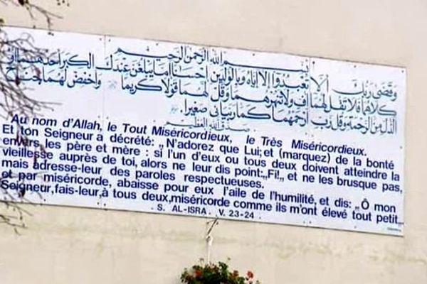 Dans la Nièvre, à l''institut européen des sciences humaines de Saint-Léger-de-Fougeret, on apprend notamment à replacer les versets du Coran dans leur contexte historique et à ne pas les prendre au pied de la lettre.