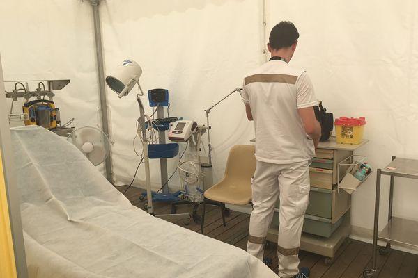 Le poste médical avancé comporte plusieurs blocs de soins du Samu