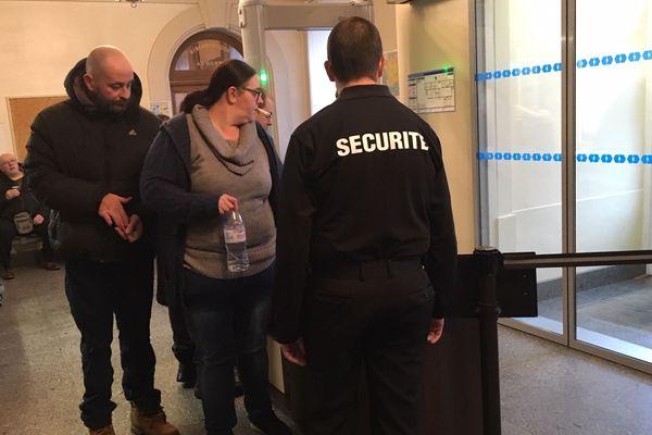 Les parents du petit Gabin, Edouard. R et Céline V., à la cour d'assises de la Creuse, vendredi 15 novembre 2019.