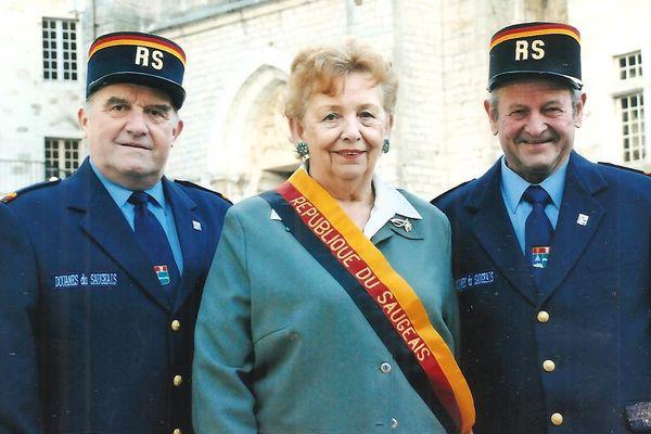 La présidente et ses deux douaniers