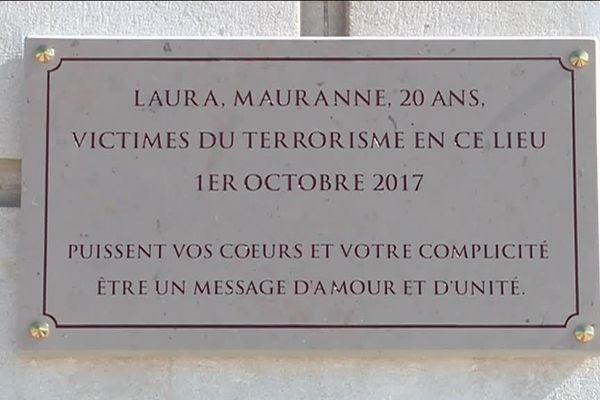La plaque commémorative apposée sur le parvis de la gare Saint-Charles ce lundi en hommage à Laura et Mauranne.