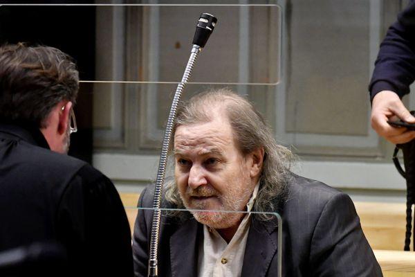 Jacques Rançon s'entretient avec l'un de ses deux avocats, maître Brivet-Galaup.
