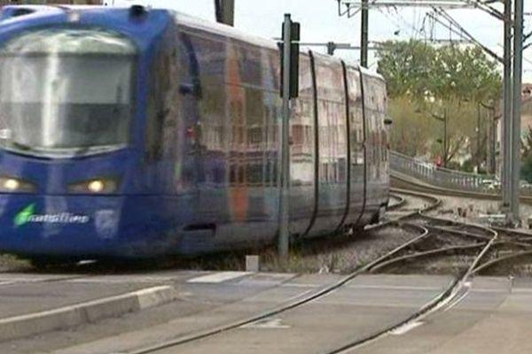 Le tramway T4, qui circule entre Bondy et Aulnay, doit desservir Clichy-Montfermeil à l'horizon 2019