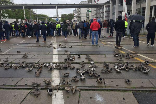 Des pièces de fonderie déversées sur les voies ferrées de la gare de Lorient