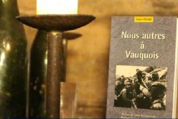 L'ouvrage relate l'horreur de la guerre au quotidien.