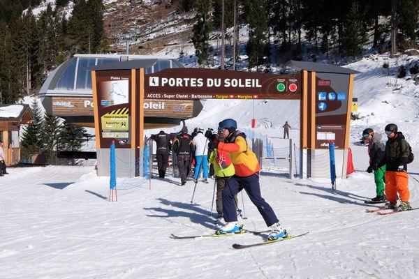 En Haute-Savoie, le domaine des Portes du Soleil se trouve à cheval entre la France et la Suisse. 4 stations de ski se trouvent côté helvétique.