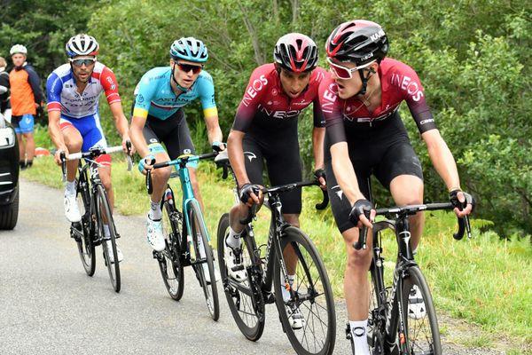 Thibaut Pinot (en maillot bleu-blanc-rouge) lors de la troisième étape de la Route d'Occitanie, le 3 août 2020.