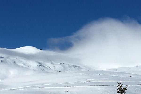 Les paysages auvergnats sont sublimés sous la neige.