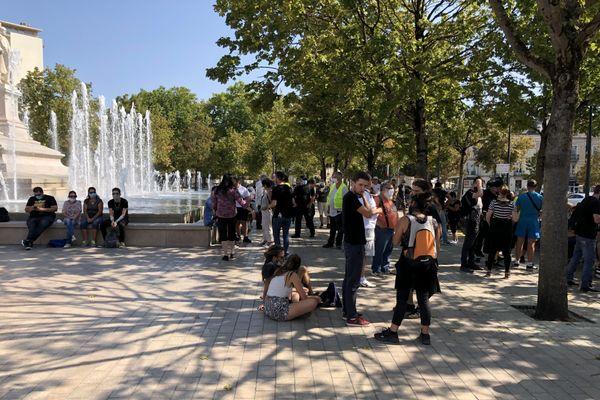 Gilets Jaunes : rassemblement à Dijon, place de la République, samedi 12 septembre 2020, avant la manifestation.