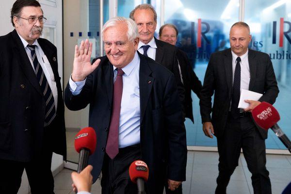 Jean-Pierre Raffarin, le 12 juin 2017, à la sortie du bureau politique des Républicains, au siège des Républicains, le lendemain du premier tour des élections législatives.