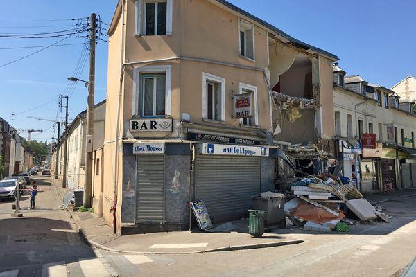 Ce qui reste de l'immeuble éventré avenue Jean Jaurès à Petit Quevilly le 3 juillet 2019 à 11h30