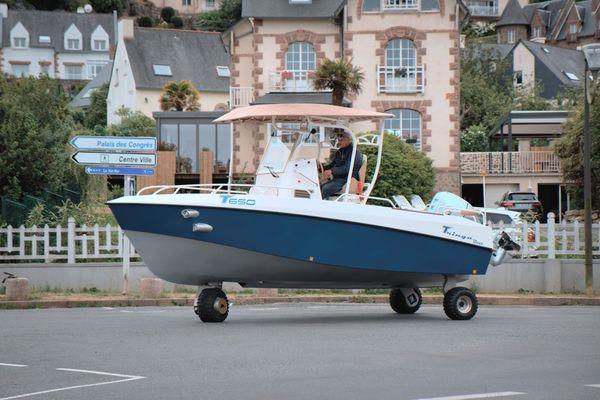Le Tringa, bateau amphibie inventé par Guirec Daniel à Perros-Guirec