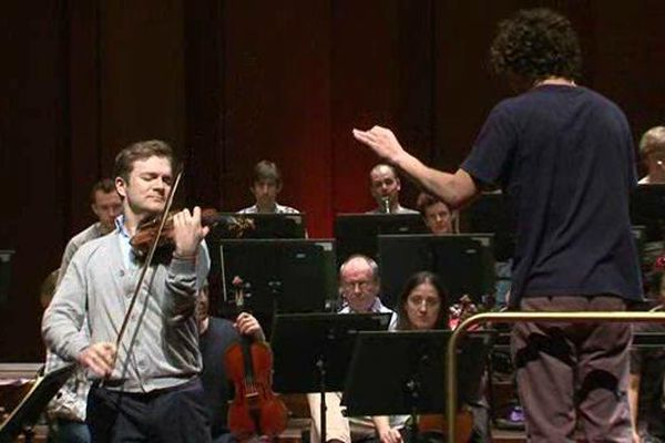 "Le violoniste Renaud Capucon avec l'orchestre ""le Scottish Chamber Orchestra"